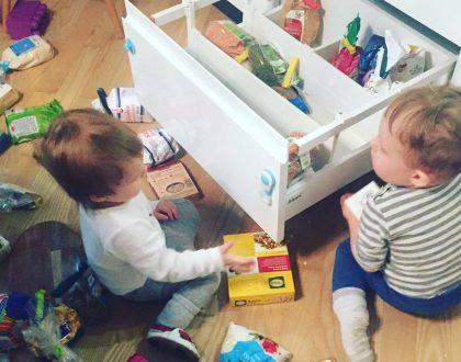 Zabezpieczenia do szafek- Jak ochronić nasze maluchy?